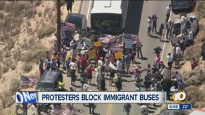 Protesters_force_buses_carrying_undocume_1758150000_6619946_ver1.0_640_480